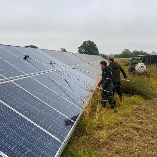 Our solar panels are now sparkling clean after a massive effort by the farm team yesterday ☀️🧼  📸 @manonfosb  #solar #renewableenergy #cleaning #teameffort #rainyday #greattew